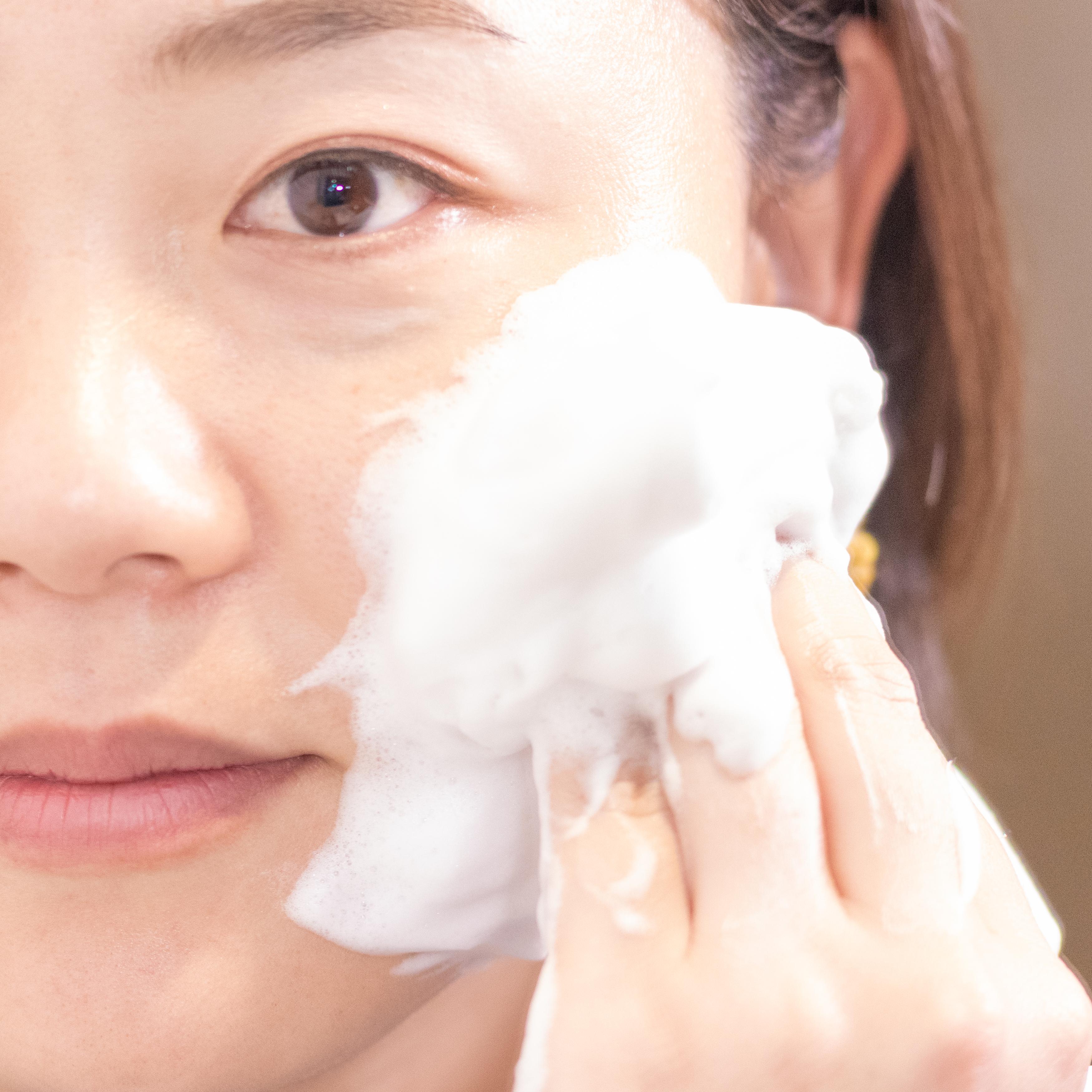「ウォッシュ」は密度の濃い泡ができる。肌をなでるだけで毛穴の奥まで洗えている感じ